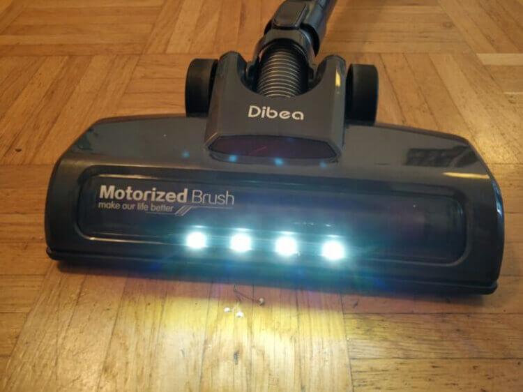 Dibea D18 подсветка на насадке