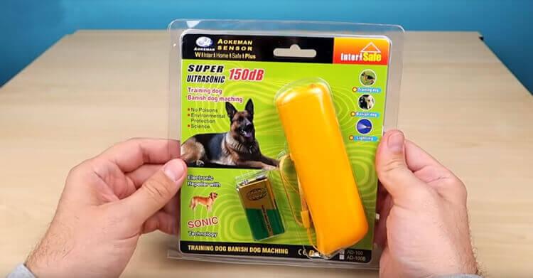 Ультразвуковой отпугиватель собак в упаковке
