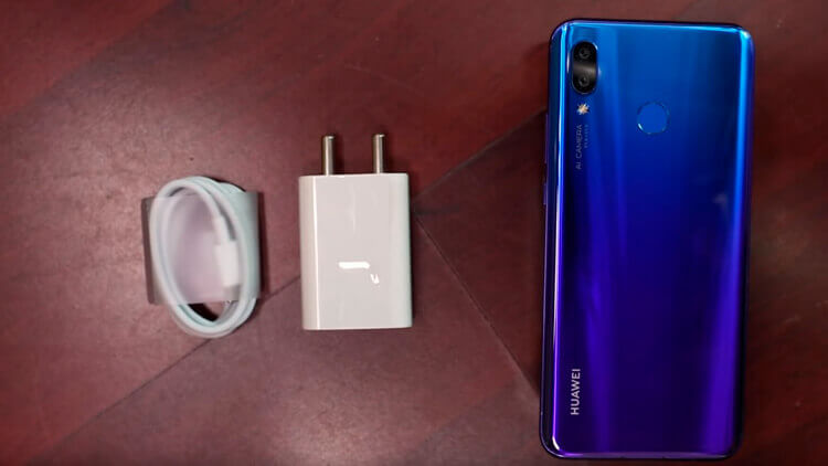 Huawei Nova 3 и зарядное устройство