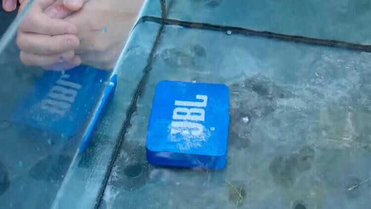 JBL Go 2 в воде