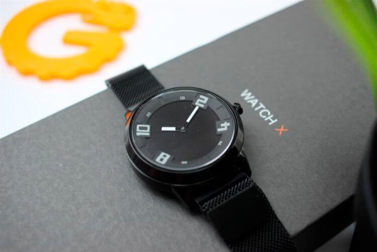 Lenovo Watch X на коробке