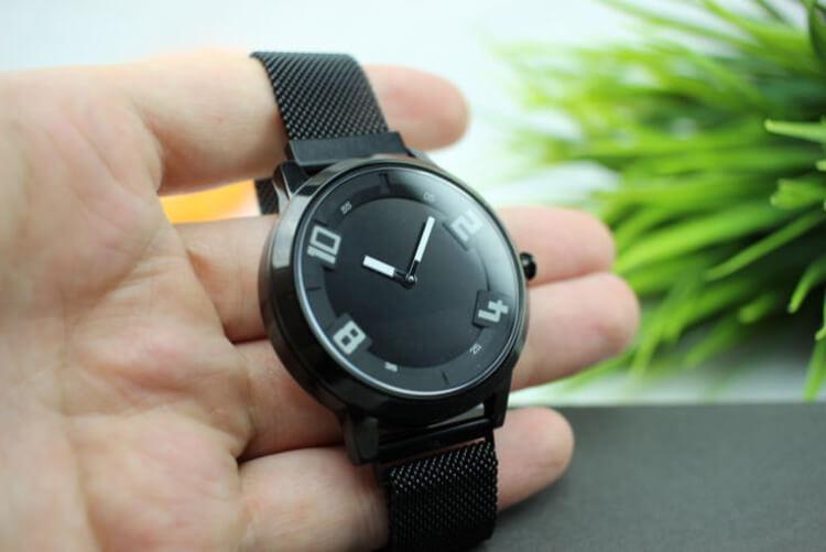 Lenovo Watch X на руке
