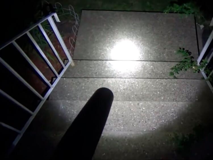 Как фонарь-бита светит в темноте