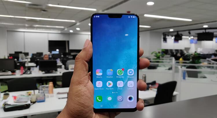Vivo X21 телефон в руке