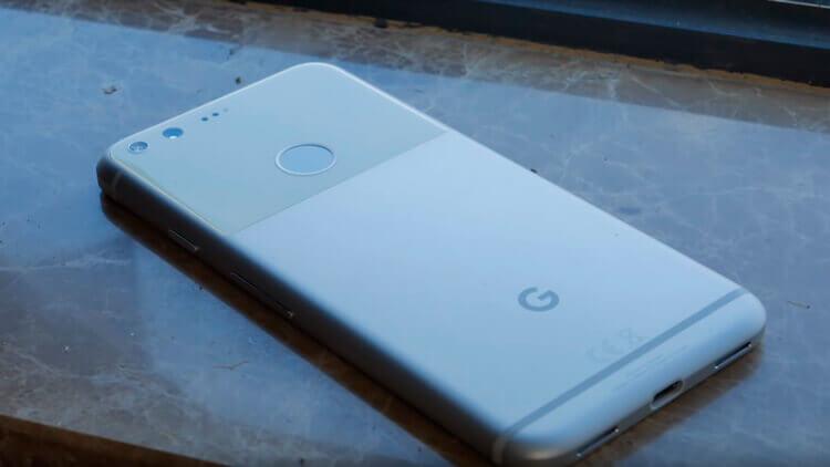 Google Pixel на столе